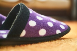 slippers-2729401_1920